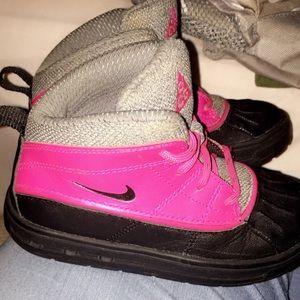 Girls nick boots